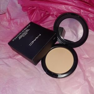 🌺 New Mac Studio Fix Powder + Foundation NC20 🌺